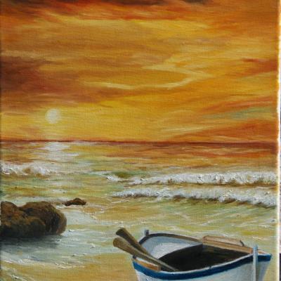 Barque sur plage au coucher du soleil